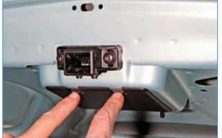 Как снять замок багажника на рено логан
