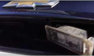 Замена лампочки подсветки номера шевроле круз